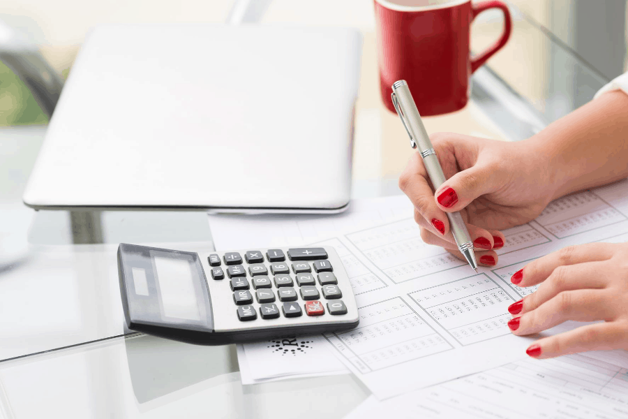 woman doing bookkeeping work