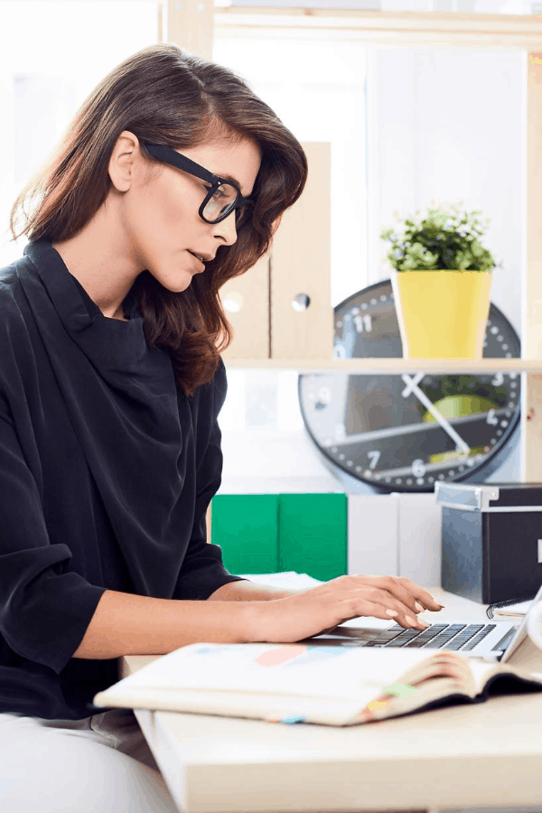 woman doing virtual bookkeeping